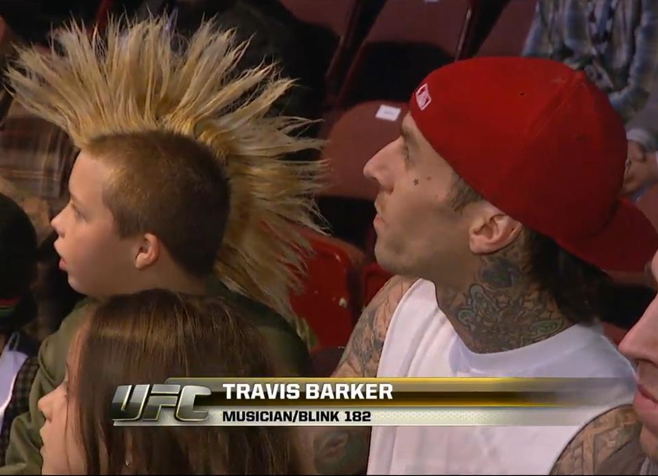 Трэвис с сыном на шоу в Анахайме